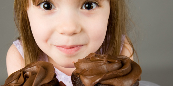 girl-with-chocolate-muffins